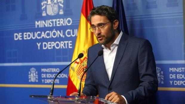 Новото правителство на Испания оцеля в пълния си състав само седмица