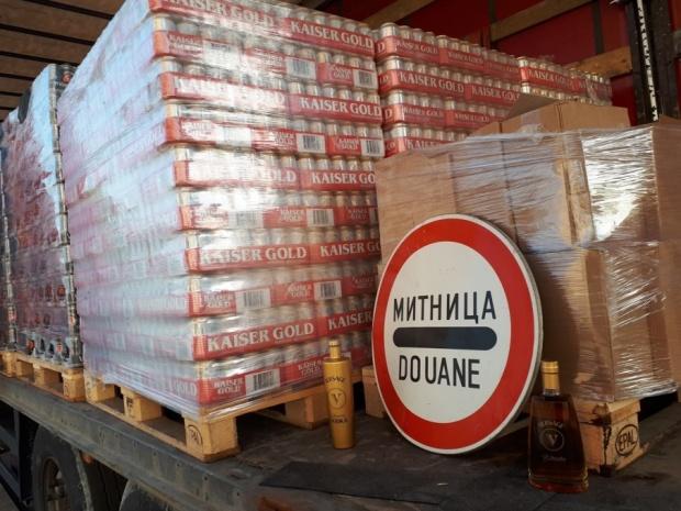 """Хиляди бутилки нелегален алкохол хванати на ГКПП """"Дунав мост 2"""""""