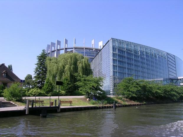 """Европарламентът отлага гласуването на пакета """"Макрон"""" за другия месец"""