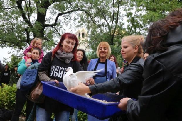 Майки на деца с увреждания протестираха в Перник ... - photo#4