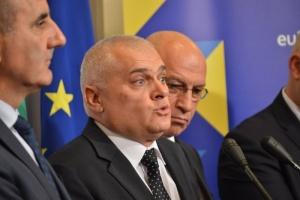 МВР министърът Валентин Радев отчете, че ведомството му работело все