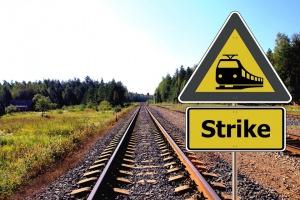 Работещите в гръцките железници нарушиха традицията да не се стачкува