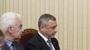 Валери Симеонов извършва разрушителни действия срещу една тройна коалиция, която