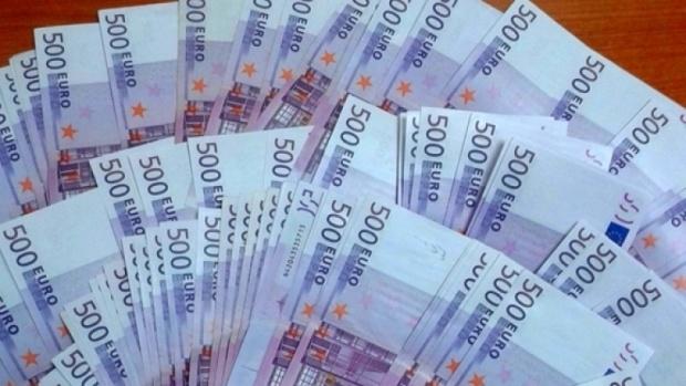 52 000 евро задържаха митнически служители на МП Калотина
