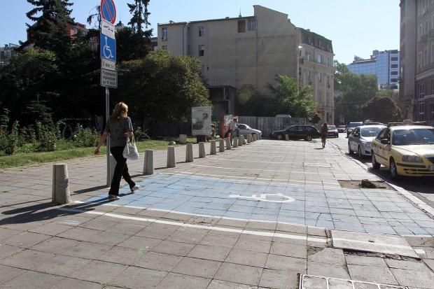 Предлагат безплатно паркиране пред столичните болници, поликлиники и църкви