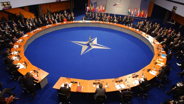 НАТО декларира, че ще пази турското небе