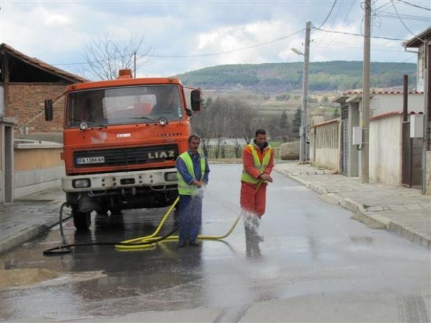 Затварят улици в центъра на София - мият ги