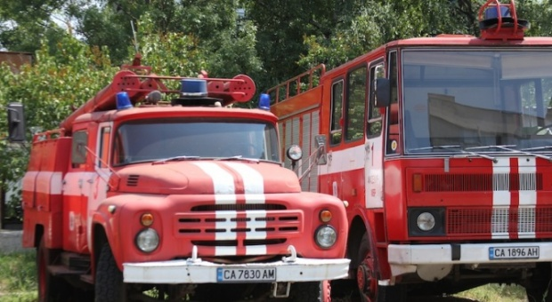 Животновъдите блокираха пътя София-Варна, запалиха вълна и изляха мляко