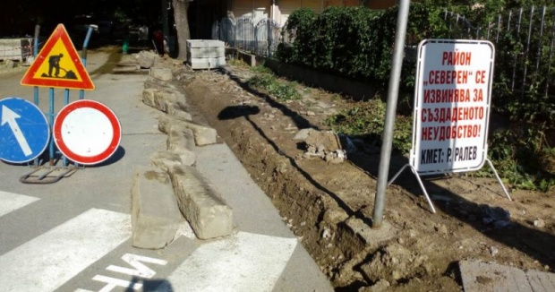 Кмет се извинява за ремонт на тротоар