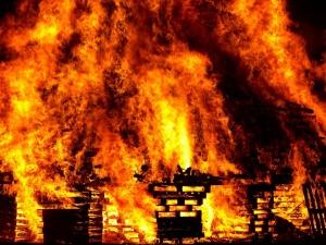 Продължава да гори огромният горски пожар в Мендосино, Калифорния.
