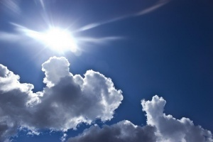 Днес времето над страната отново ще бъде слънчево. Ще духа
