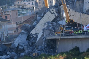 До 20 души остават в неизвестност след срутването във вторник