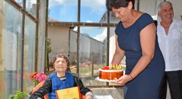 Баба Станка от село Надежден стана на 104 години