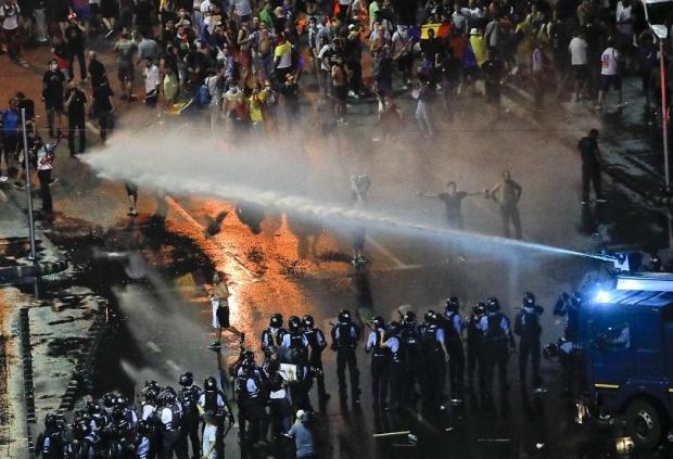 Над 400 души са ранени при протестите в Румъния