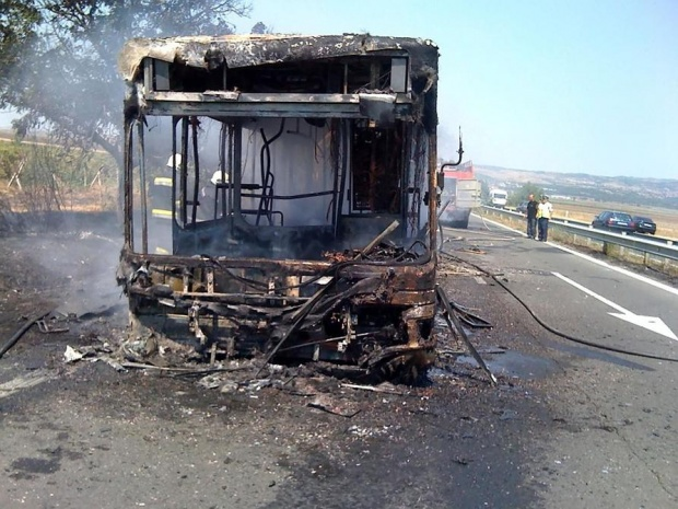 Автобусгоря по пътяБургас-Варна, няма пострадали