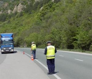 Полицаи от столичната областна дирекция на МВР задържаха вчера 16