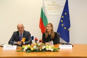 Министърът на туризма Николина Ангелкова и министърът на труда и