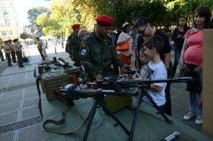 Граждани успяха да се докоснат до военна техника днес в