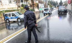 Двама служители на турските сили за сигурност бяха убити и
