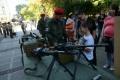 Жени и деца грабнаха оръжие в центъра на София