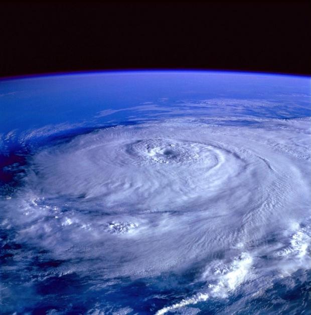 Ураганът Флорънс е понижен в първа степен