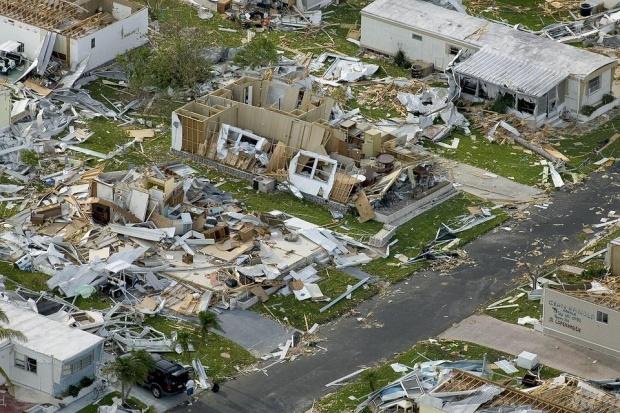 """1.7 млн. са евакуирани заради бурята """"Флорънс"""", близо милион са без ток"""