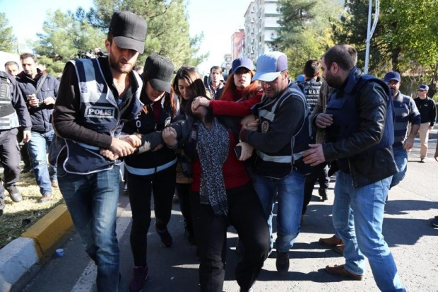 Купипща арести на протест на синидикати в Турция