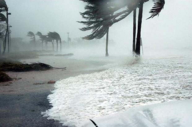 Най-малко 14 загинаха след тайфун, ударил Филипините