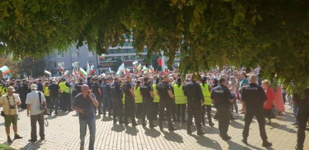 Протест на българи от чужбина срещу системата на управление в центъра на София
