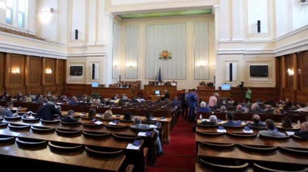 Полезни ли са оставките в кабинета за политическия живот у нас