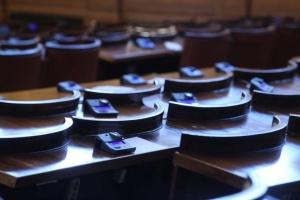 Депутатите отпарламентарната комисия за бюджет и финансище дискутиратновата формула за