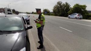 Автомобил на полицията с камера за скорост се е скрил