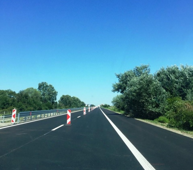 """Катастрофа затруднява движението на 63-ти километър на """"Тракия"""" към София"""
