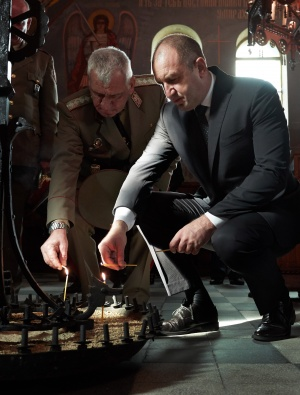 На Архангелова Задушница държавният глава и върховен главнокомандващ Въоръжените сили