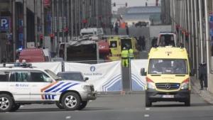 Два полицейски мотоциклета в конвоя с премиерите на Великобритания и