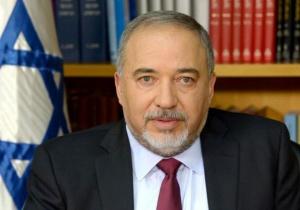 Израелският министър на отбраната Авигдор Либерман подаде оставка в знак