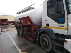Камион изсипа стотици литра бира на пътя след Симитли, предаде