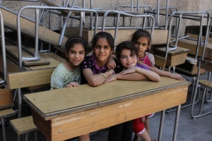 Снимка: Нова помощ за сираци от догодина, но ако ходят на училище
