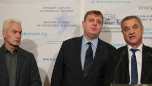Четвърти час продължава срещата в Министерския съвет междулидерите на трите
