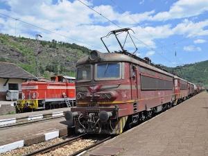 Tрети ден продължава ремонтът на жп-линията на изхода на Кресненското