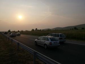 Временно е ограничено движениетов изпреварващата лентапри км 176на АМ