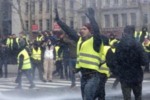 Полицията в Париж уточни данните за задържаните по време на