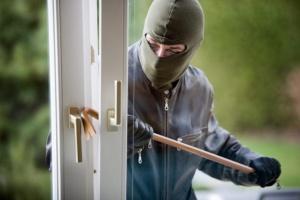 Заради предстоящите празници криминалисти съветват хората да бъдат внимателни, когато