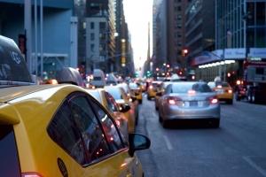 Забранява се престоят и паркирането на пътни превозни средства, както