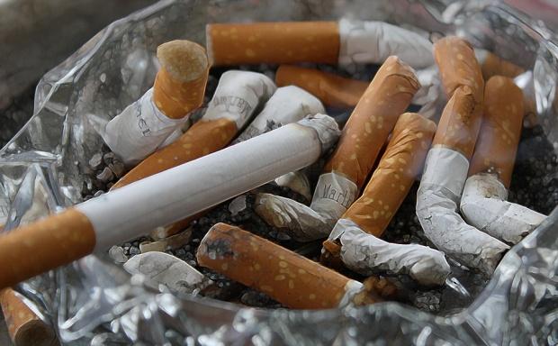 Обмислят затваряне на кръчми, в които се дими