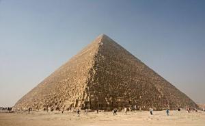 """Автентичен ли е надписът """"Локо 2019"""" на Хеопсовата пирамида"""