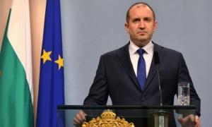 Президентът помилва 2 затворника, опрости 55 бона дългове