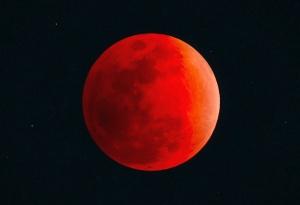 Впонеделник рано сутринта ще можем да наблюдаваме пълно лунно затъмнение.