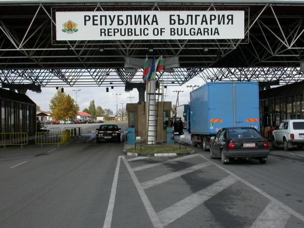 """Гърция отново отвори """"Промахон"""" за ТИР-ове, """"Илинден"""" обаче остава затворен за тях"""