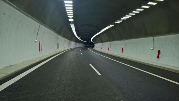 """Движението в тунел """"Топли дол"""" на  АМ """"Хемус"""" ще e двупосочно в една тръба"""